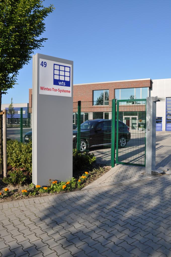 Wintec Tor-Systeme e.k - Nickelstraße 49 33378 Rheda-Wiedenbrück | Einfahr zum Firmengelände